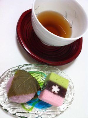 桜餅と焙じ茶.jpg